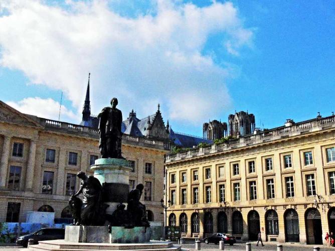 Place Royale, Reims | © Emilie Némorin