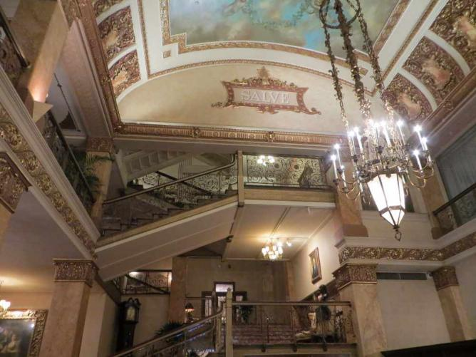 The 10 best cultural hotels in milwaukee wi for Five star hotels in milwaukee