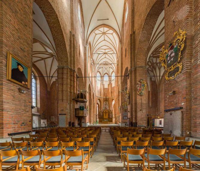Saint Peter's Church's nave | © David Iliffe/Wikicommons