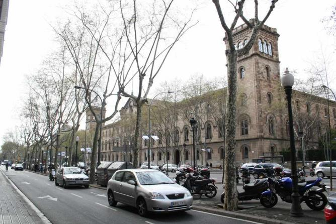 Historic Building in Gran Via de les Corts Catalanes | © Jesús Corrius