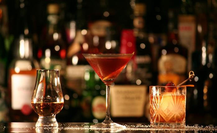 Rum, Manhattan and Tequila Old Fashioned cocktails l © Marler/WikiCommons