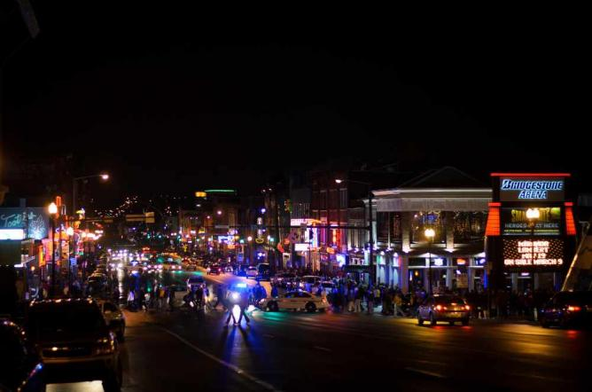 Downtown Nashville at night l @ Robert Claypool/Flickr