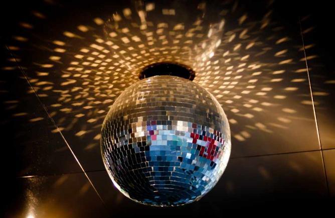 Disco Ball | © Victoria Pickering /Flickr