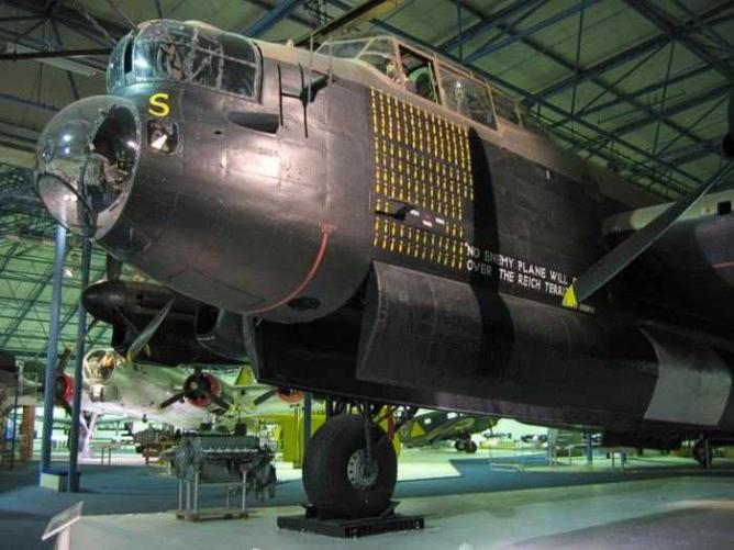 Avro Lancaster R5868 at the RAF Museum   © Michael Reeve/ WikiCommons