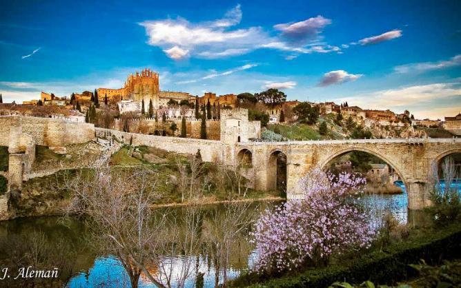 Puente San Martin | ©JoséAlemañAsensi/Flickr