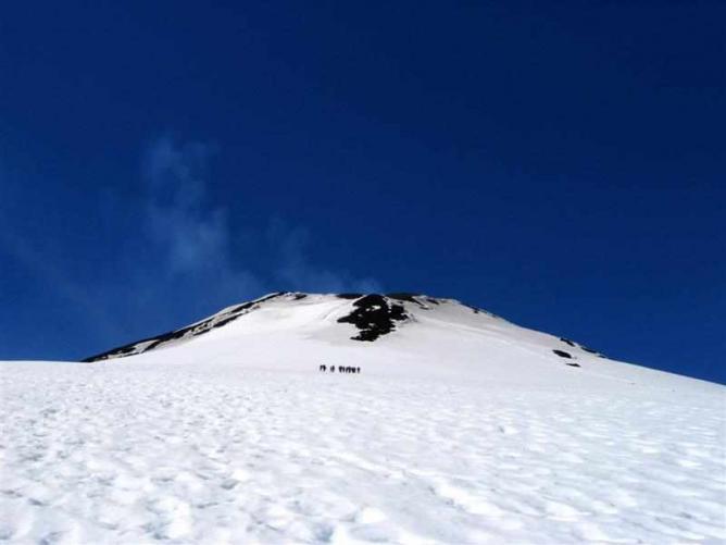Volcán Villarrica's summit Ⓒ Ben Tubby/Flickr