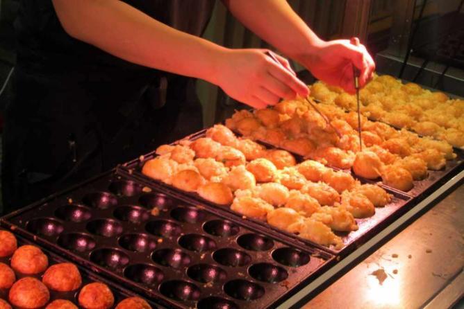 Grilling takoyaki   © Wally Gobetz/Flickr