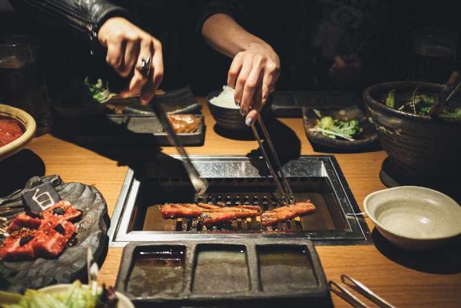 Grilling meat   © Owen Lin/Flickr