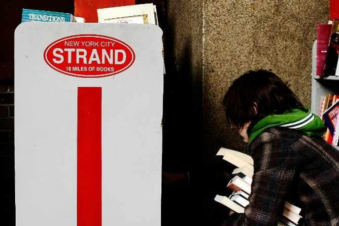 The Strand   © drivebysh00ter/Flickr