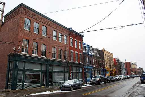 A mix of shops and professional offices in Lawrenceville (Pittsburgh) | © John Marino/WIkiCommons