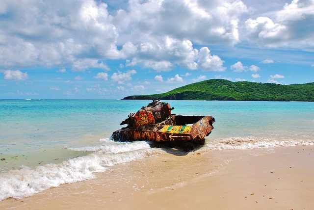 Tank on Flamenco Beach | © Angel Xavier Viera-Vargas/Flickr