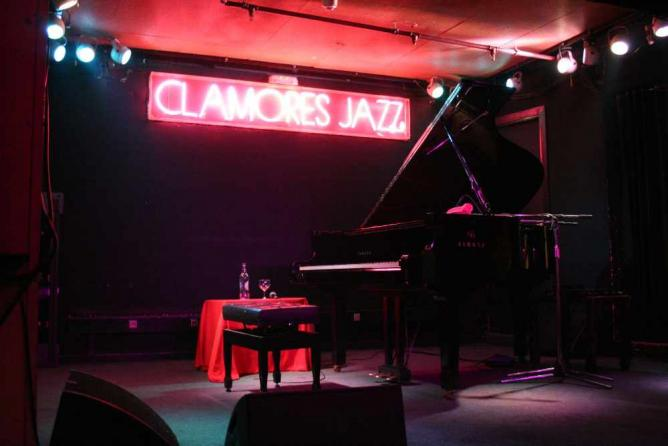 The best live music venues in madrid for Sala clamores madrid