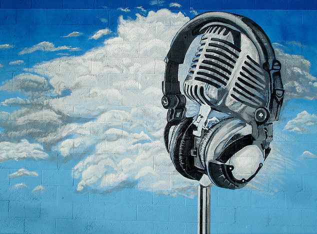Headphones on a vintage mic | © Surat Lozowick