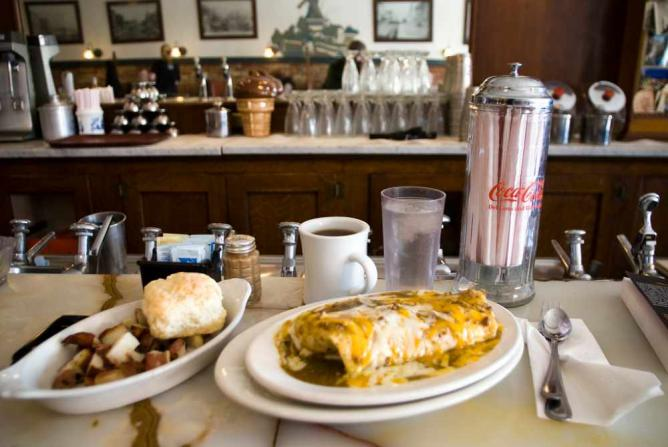 Breakfast at the Old Mill Tasty Shop | © Ty Nigh/Flickr
