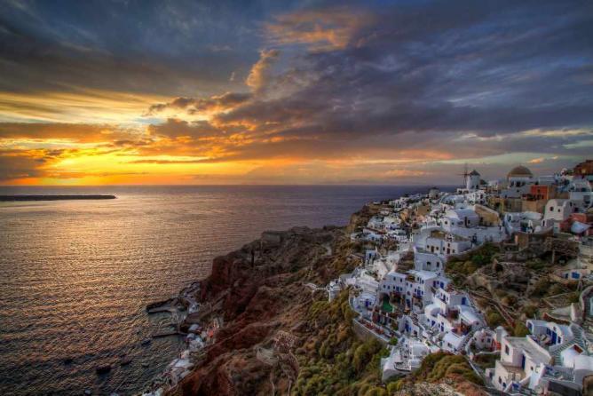 Sunset over Oia, Santorini | ©Nikola Totuhov/Flickr