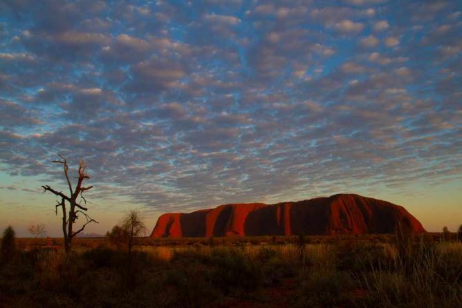 Uluru at sunset | © Tchami/Flickr