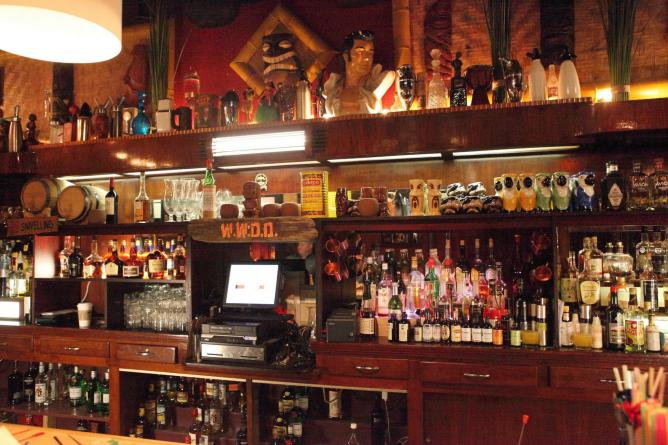 Bar at Porco Lounge & Tiki Room l © Sam Howzit/Flickr