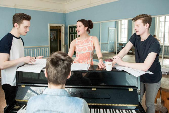 Thoroughly Modern Millie Rehearsals ©Landor Theatre