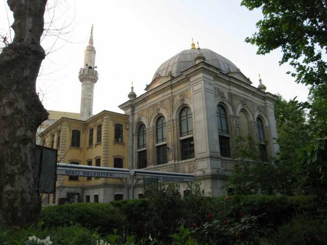 An overall view of the Teşvikiye Mosque in Teşvikiye neighbourhood of Şişli district | ©Chapulteec/WikiCommons