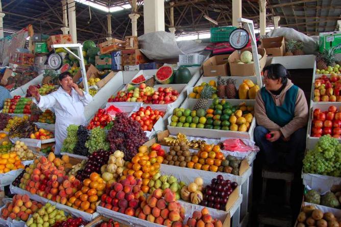 Fruit market, Cusco | © Manuel Menal/Flickr