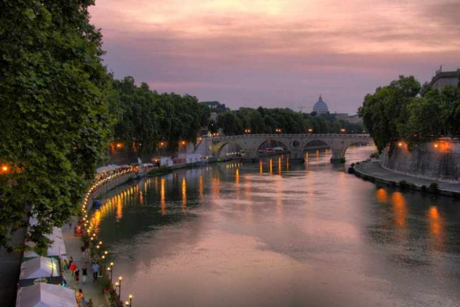 A stretch of Lungotevere | © Michiel Jelijs/Flickr