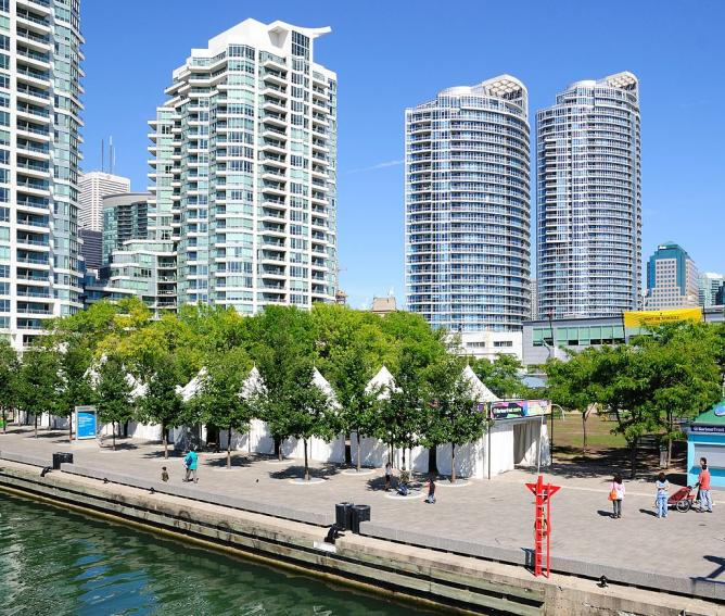 Harbourfront festival installations | © Wladyslaw (Wikipedia Commons)
