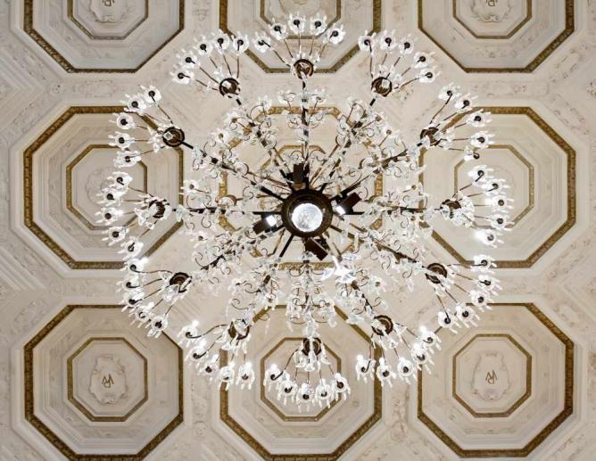 Omni Hotel chandelier | © Matthew Paulson/Flickr