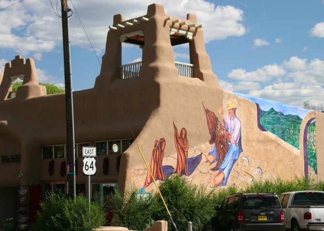 Mural near the Taos Plaza | © Khlnmusa/WikiCommons