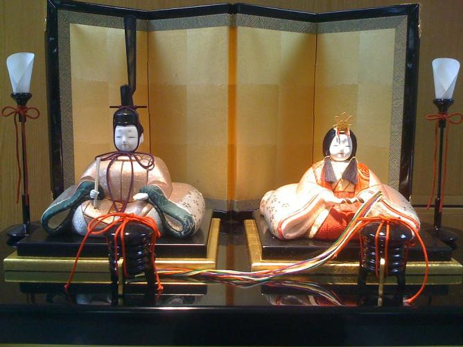 Couple Japanese Dolls l © Ominae/WikiCommons