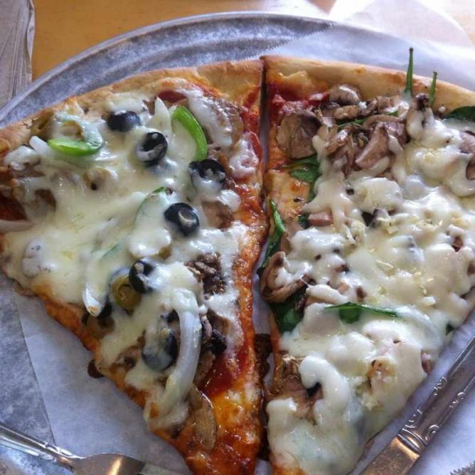 Fellini's Pizza | © Melissa Miller/Flickr