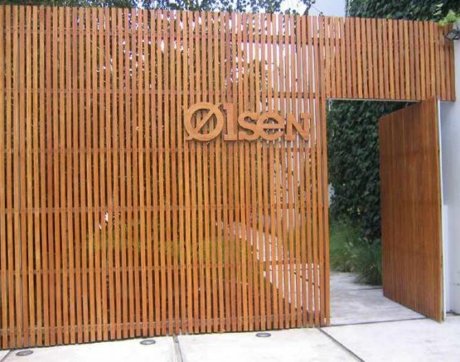 Olsen entrance © ulterior epicure/Flickr