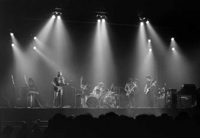Pink Floyd playing Dark Side of the Moon at Earls Court, 1973. Girl, 20 explores the permissive society of the 1960s and 1970 through its music scene |©TimDuncan/Wikicommons