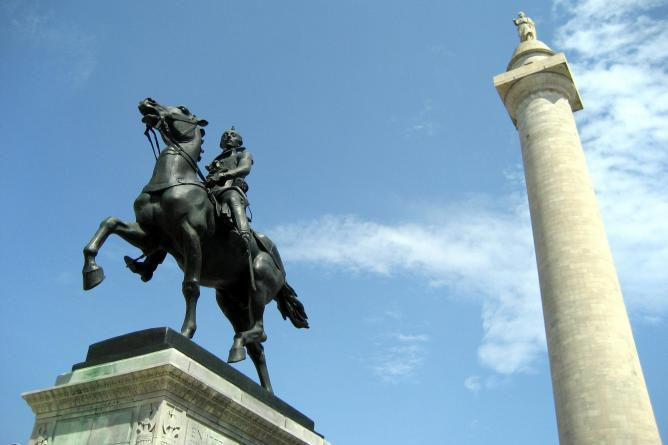 Mount Vernon: Washington Monument and Lafayette Monument   © Wally Gobetz/Flickr