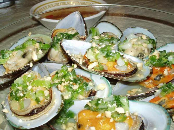 Steamed mussels. Vietnamese style | © Nha Le Hoan/Flickr