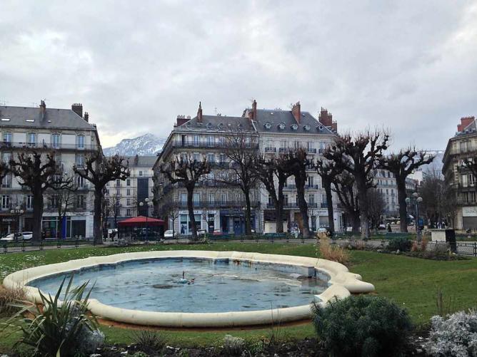 Place Victor Hugo, Grenoble   © Vasile Cotovanu/Flickr