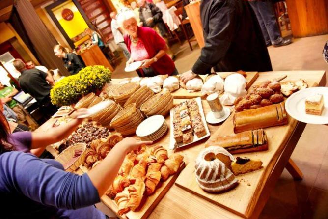 Brunch buffet | © Courtesy of Josef Linz