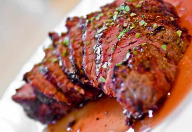 Peppercorn Beef Shoulder Filet Steak | © Michael Johnson/Flickr