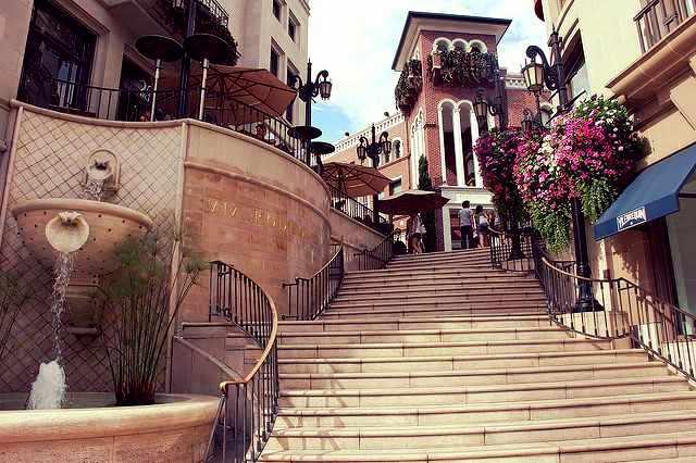 Plaza at Rodeo Drive   © Jasmine Ashoori