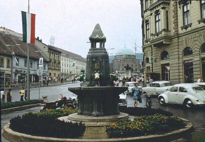 Zsolnay Fountain   ©Dguendel/WikimediaCommons