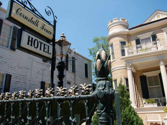 The Cornstalk Hotel | © NKCPhoto/Flickr
