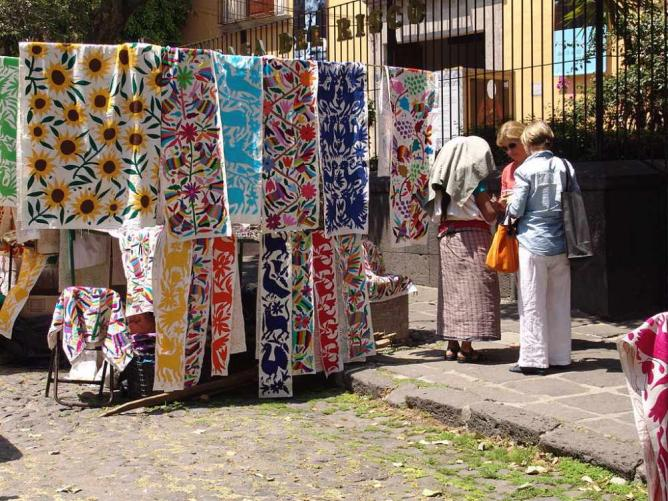 Bazaar del Sábado | © Inakiherrasti/WikiCommons