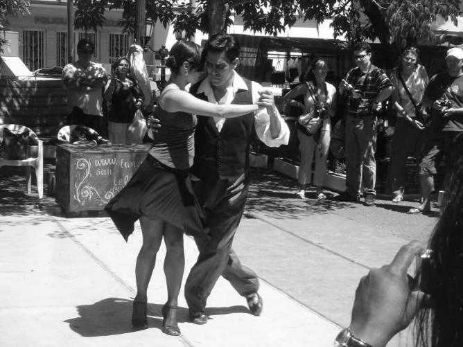 Tango on Plaza Dorrego   Ⓒ Andrew/Flickr
