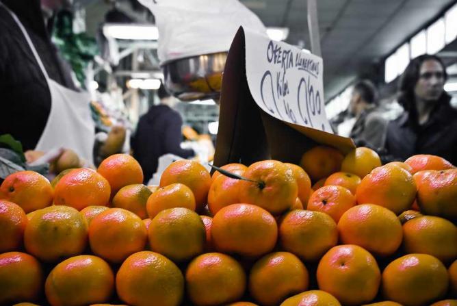 A fruit stall at Mercado Del Carmen