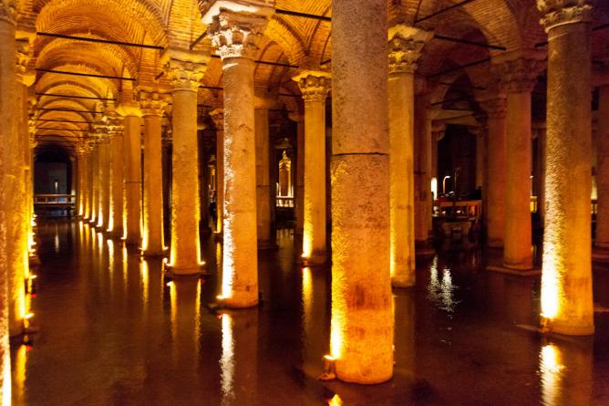 Basilica Cistern, Istanbul | © Jeremy Brooks/Flickr