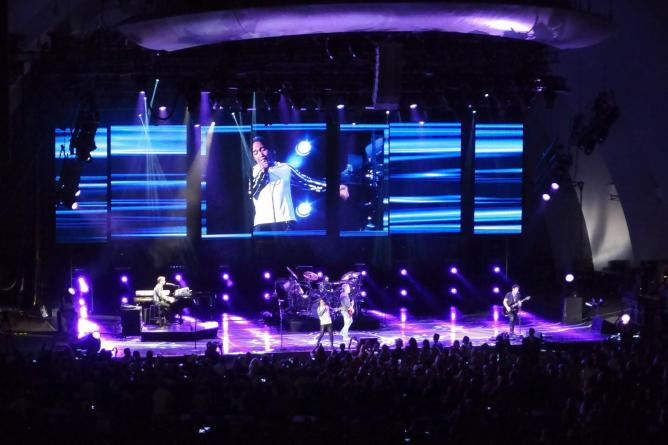 Journey in concert at Hollywood Bowl in L.A.   © Sam Howzit/Flickr