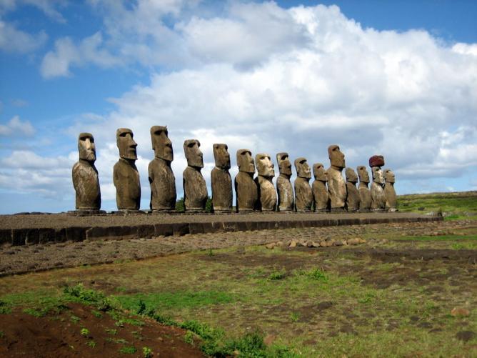 Maoi | © Ian Sewell/WikiCommons