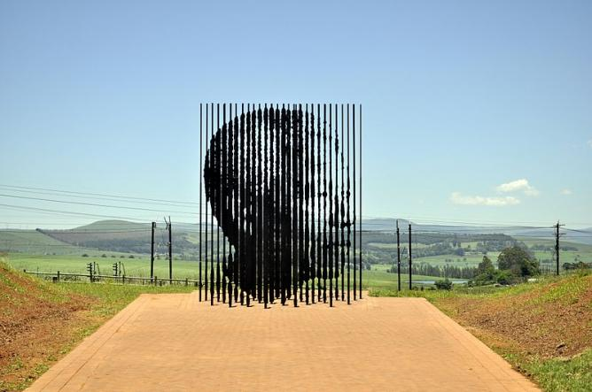 14 Powerful Sculptures Around The World-9944