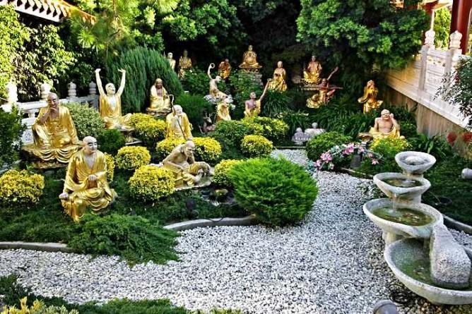 Arhat Garden at Hsi Lai Temple| © Aaron Logan/Flickr