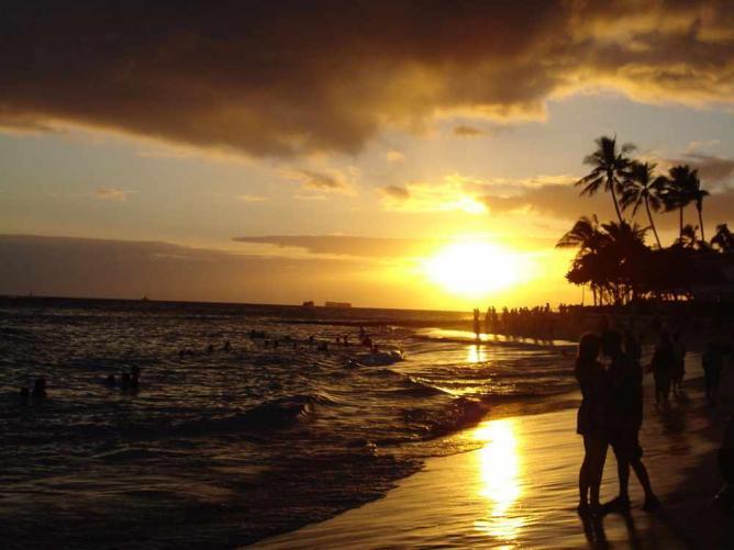 Waikiki Beach at sunset | ©Cumulus Clouds/WikiCommons