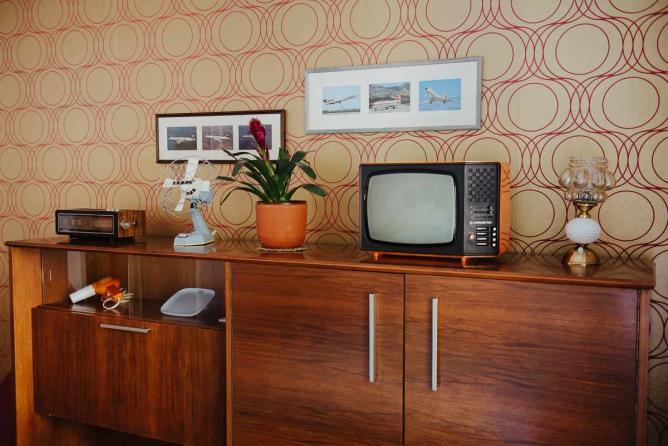 Multifunctional mid-century cradenza © Monika Pavlović/Interior design: Mario Milaković